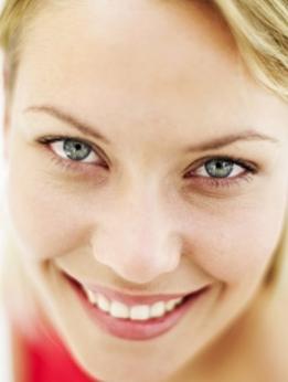 La máscara para la persona después del cosmetólogo
